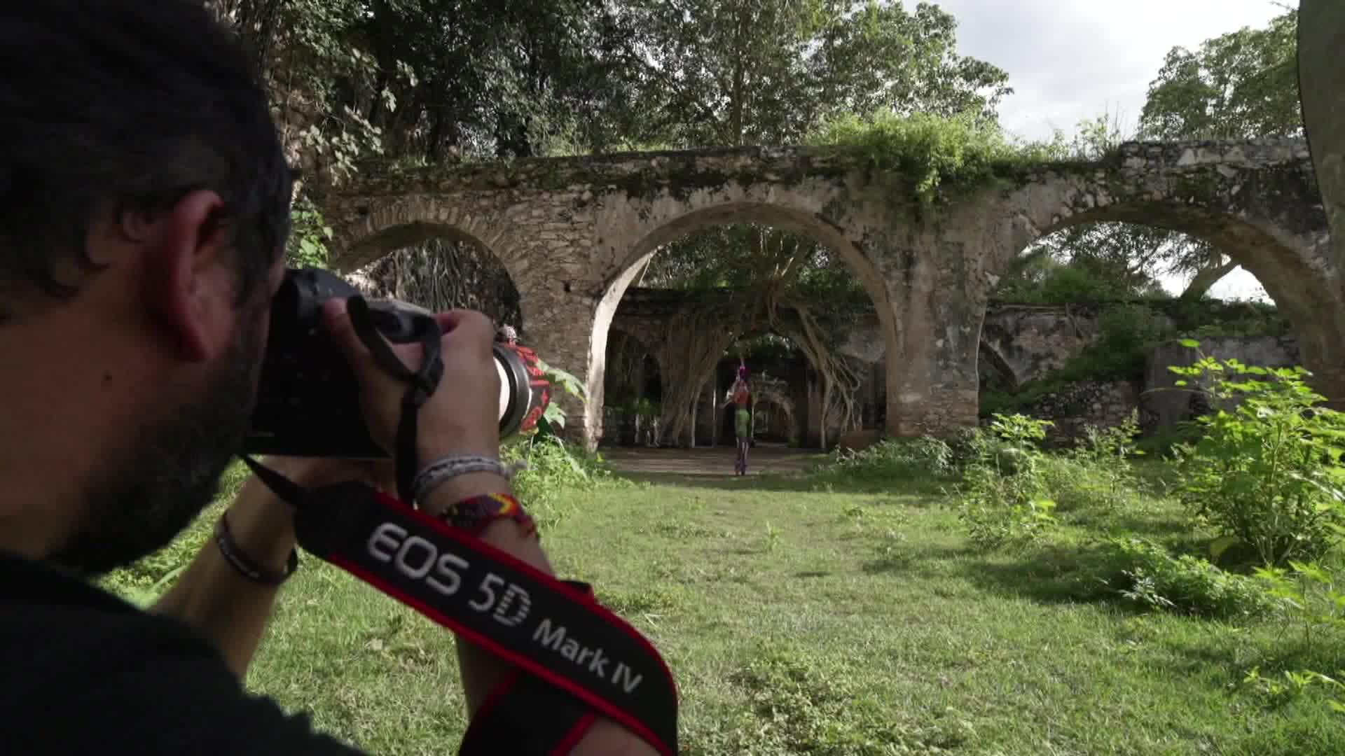 """""""Danzatrinas"""" , proyecto fotográfico que involucra a la tradición mexicana de Día de Muertos"""