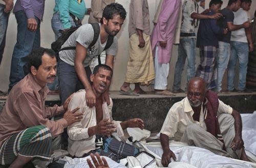 Asciende a 65 número de muertos en accidente de ferry en Bangladés